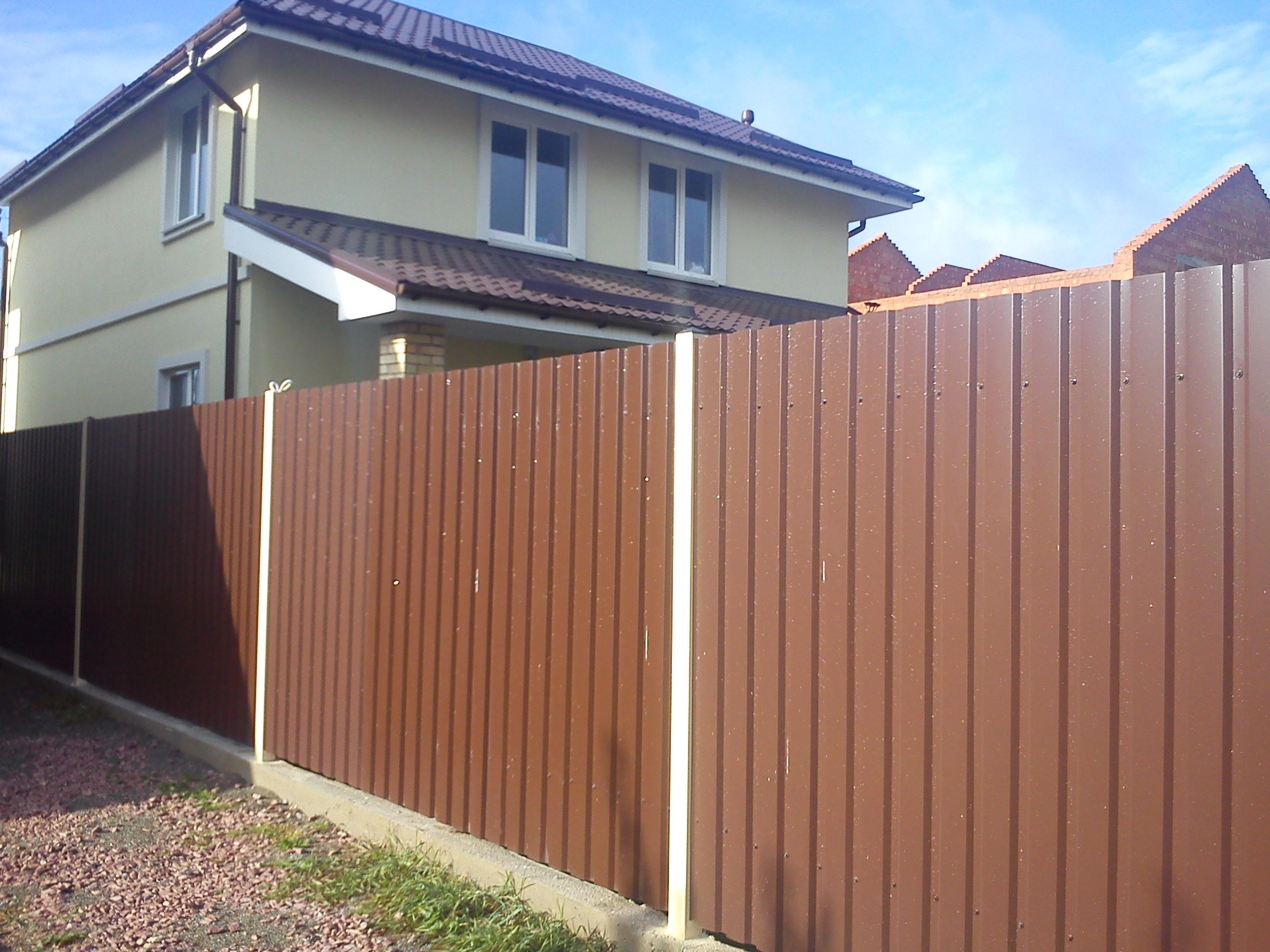 Как сделать крышу на забор из профнастила